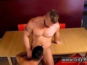 Hunk rent gay Jeremy needs to cum so bad, particularly after plunging a